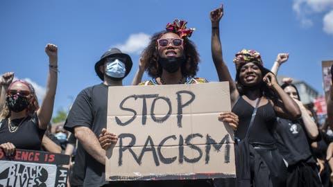 Tausende gegen Rassismus: an der «Black Lives Matter»-Demonstration in Zürich vom 13. Juni. ((Bild: Ennio Leanza/Keystone))