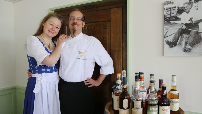Sommelière Claudia Turisser und Küchenchef Fabian Hartmann sind seit elf Jahren die Gastgeber im «Engel» in Sirnach. (Bild: Hans Suter)