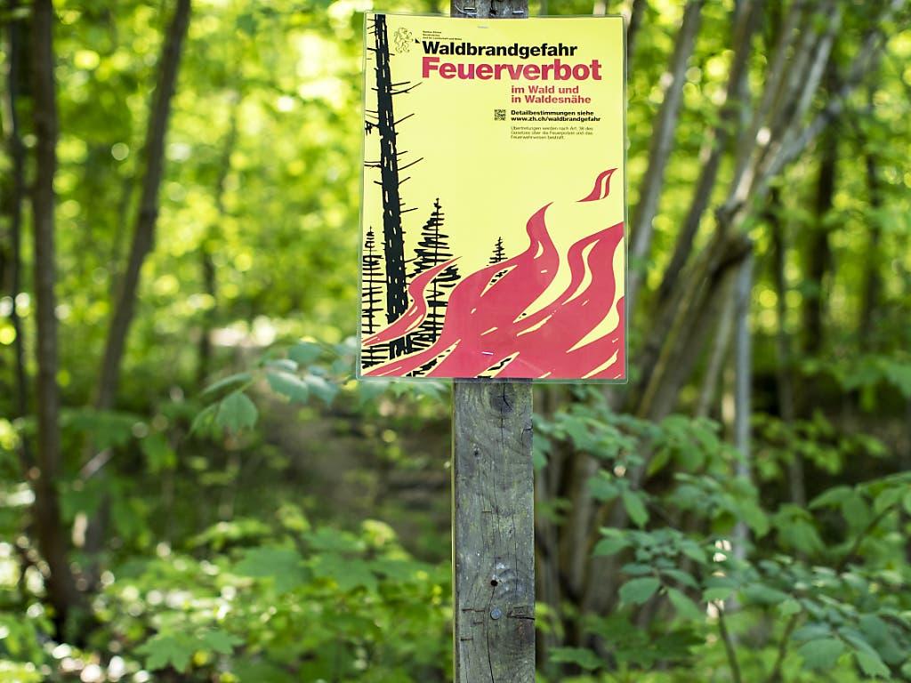 Vorsicht bei der 1. August-Feier: Zahlreiche Kantone mahnen derzeit zur Vorsicht mit Feuer im Wald oder in Waldesnähe oder verbieten es. In vier Kantonen herrscht absolutes Feuerverbot.