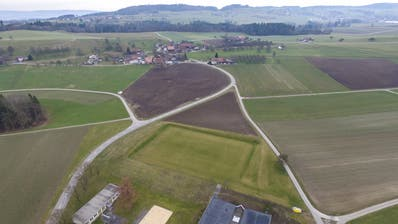 Das Areal der Sek Halingen (unten) und der Ortsteil Halingen im Hintergrund. (Bild: Olaf Kühne)