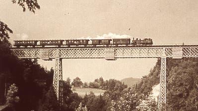 Ein typischer Zug vor der Elektrifikation der 1940er Jahre. Die als «Habersack» bezeichnete Dampflok auf der Fahrt Richtung Wil. (Bild: PD)