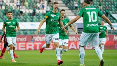 Cedric Itten bejubelt mit PassgeberErmedin Demirovicsein Tor zum 1:0. (Bild: Claudio Thoma/Freshfocus)