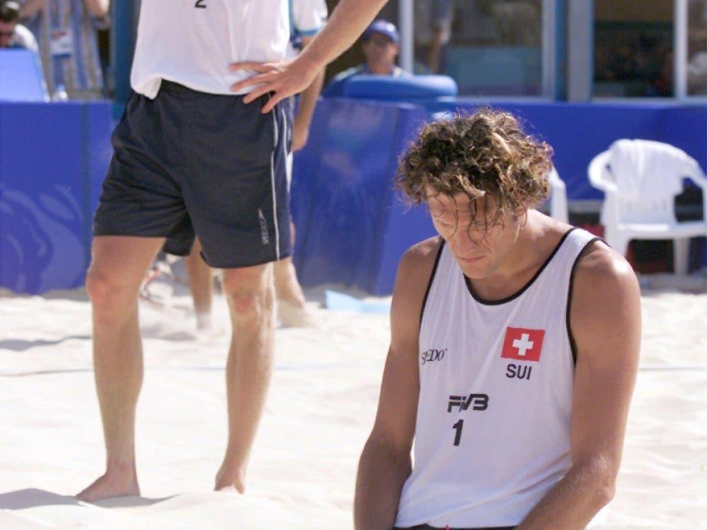 Paul Laciga ist nach der bitteren Viertelfinal-Niederlage gegen die Portugiesen Maia/Brenha am Boden
