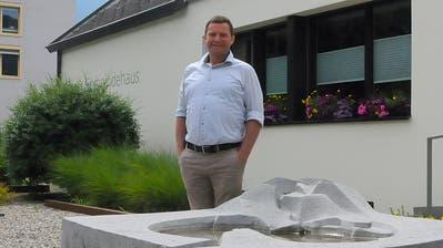 André Windlin vor dem Gemeindehaus Kerns. (Bild: Philipp Unterschütz (Kerns, 1. Juli 2020))