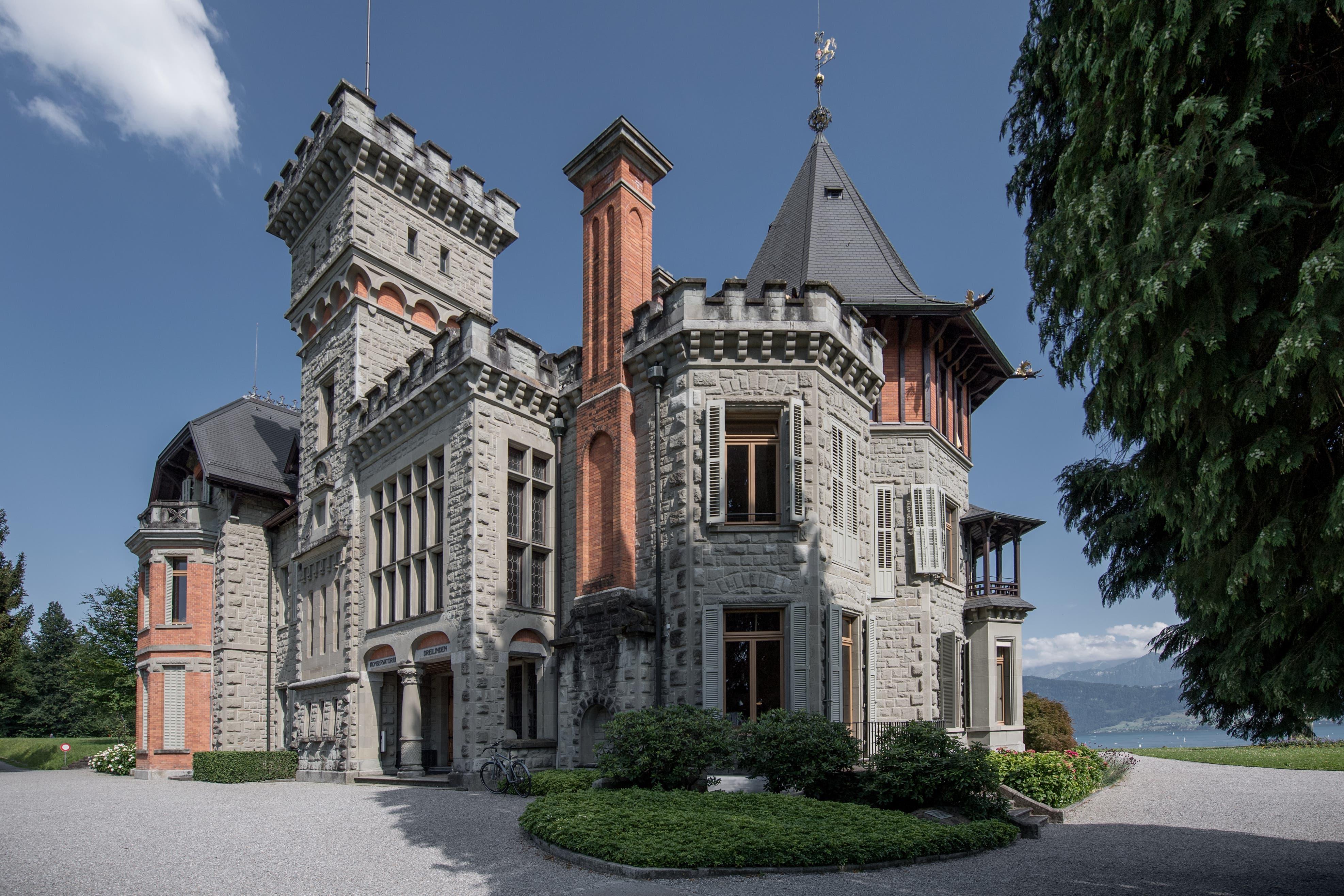 Die Villa Vicovaro wurde im Jahr 1890 an Eleonora Bolognetti oder Principessa di Vicovaro und ihre Mutter verkauft.