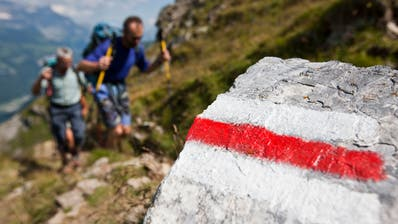 Rot-weiss markierte Bergwanderwege sind nicht zu unterschätzen. (Keystone)