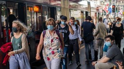 Jetzt gilt die Maskenpflicht im ÖV: Pendler in Luzern halten sich gut daran