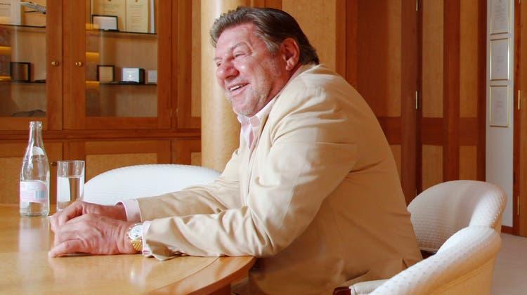 Jürg Marquard – damals noch CEO der Marquard Media AG – bei einemInterview zum 30. Geburtstag seiner Firma im Büro in Zug. (Dominik Hodel)