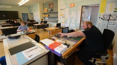 Der Regierungsrat lehnt eine Motion ab, welche von Gemeinde zu Gemeinde kumulierte Dienstjahre bei Lehrern abschaffen will. (Urs Hanhart / Urner Zeitung)