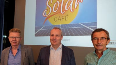 Peter Meier, Energiegenossenschaft Winterthur, Michael Haldemann, Energiestadt Aadorf und Kurt Gnehm, Präsident Solargenossenschaft Aadorf. ((Bild: Kurt Lichtensteiger))