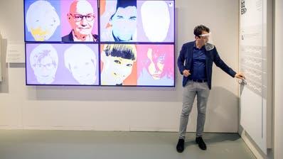 Kurator Dominik Streiff Schnetzer in der Ausstellung im Alten Zeughaus Frauenfeld. (Bilder: Reto Martin)