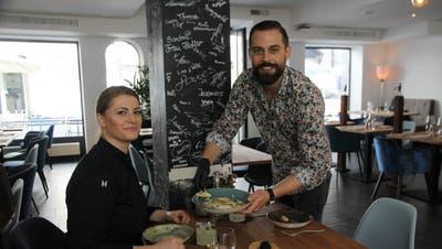 Die Inhaber Arjeta Idrizi und Rafael Niederkofler wollen mit ihrenSaucenkreationen die Gäste verwöhnen. (Bild: Yuliya Khandozhko (7. Juli 2020))