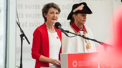 Bundespräsidentin Simonetta Sommaruga lobte in ihrer 1.-August-Rede die Schweizer Bevölkerung für ihr Verhalten im Zusammenhang mit dem Coronavirus. (Dominik Wunderli, 1. August 2020)