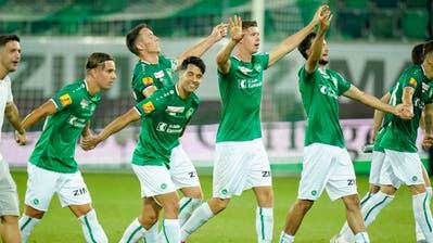 St.Gallens Spieler lassen sich nach der letzten Heimpartie der Saison feiern. (Bild: Claudio Thoma/Freshfocus)