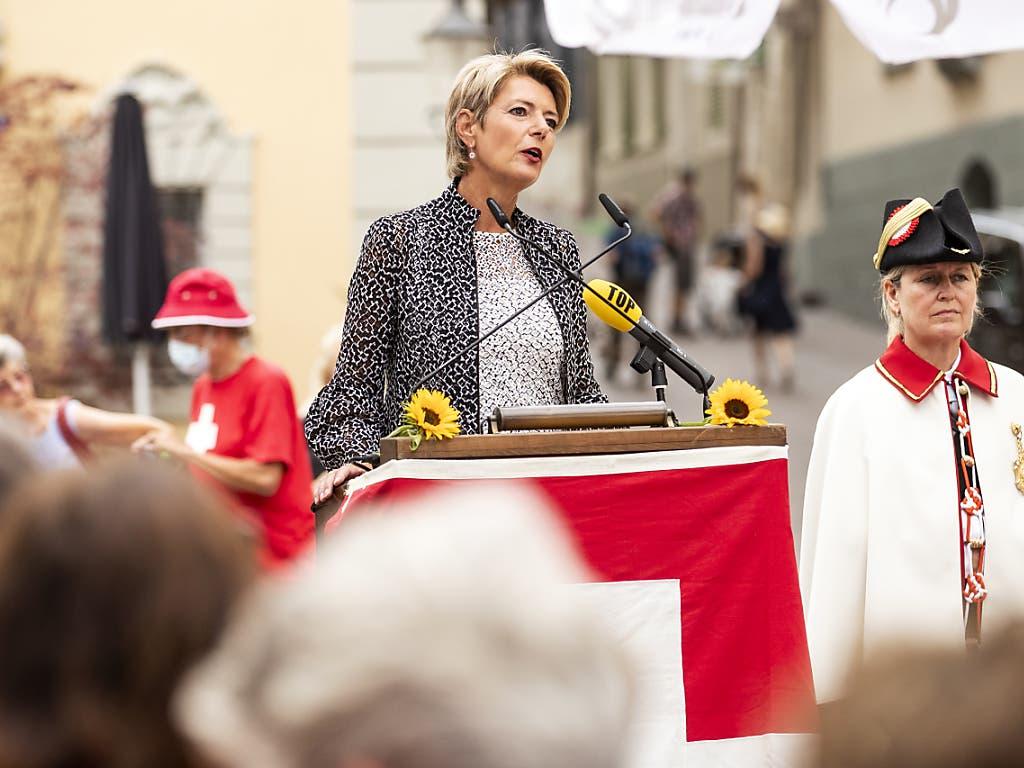 «Für Entscheide mit Augenmass»: Bundesrätin Karin Keller-Sutter spricht an den 1. August-Feierlichkeiten in Schaffhausen. (KEYSTONE/Alexandra Wey) Geo-Information: Schweiz/Schaffhausen Quelle: KEYSTONE Fotograf: ALEXANDRA WEY