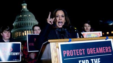 Mit Joe Biden geriet sich die Senatorin bei der ersten TV-Debatte der Demokraten im vergangenen Sommer in die Haare. (Keystone)