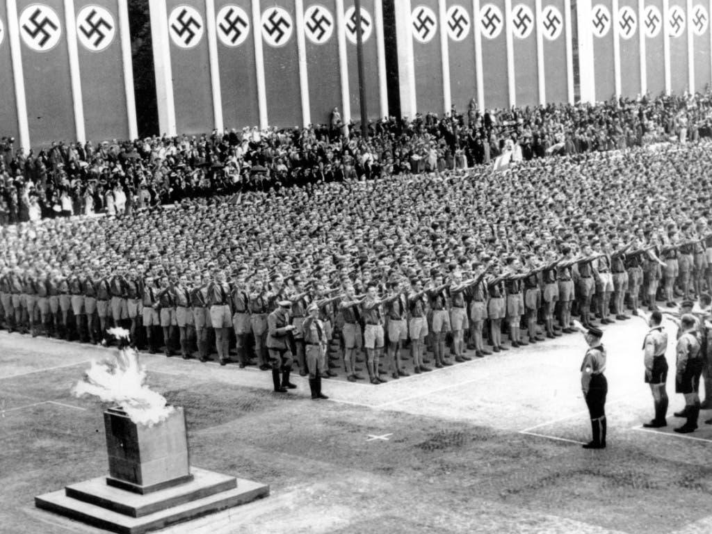 Das Olympische Feuer brennt, die Propaganda der Nazis ist im vollen Gang.