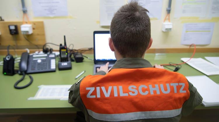 Wer Zivilschutz leistet, soll künftig für alle Diensttage weniger Ersatzabgabe entrichten müssen, beschliesst der Bundesrat. (Symbolbild) (Ralph Ribi)