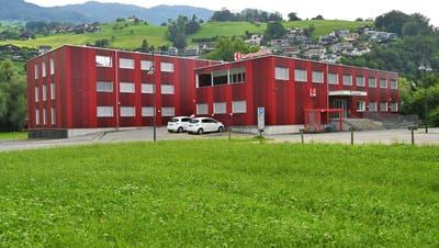 Die Gemeinde Sarnen will dasProvisorium der Obwaldner Kantonalbankkaufen. (Bild: Romano Cuonz(Sarnen, 12.August 2020))