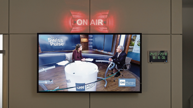 Moderatorin Hannah Wise im Nachrichtenstudio von CNN Money Switzerland in Zürich. (Gaëtan Bally/Keystone)