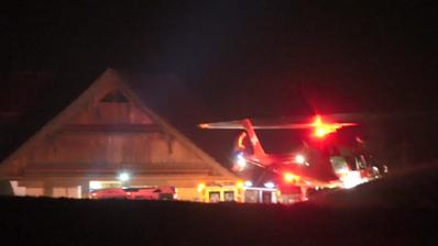 Mit der Rega wurde der schwerverletzte Jugendliche in ein Spital geflogen. (Bild: Geri Holdener)