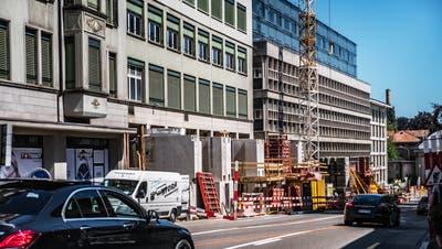 Die Fassaden der Häuser UG23 und UG25. Unter ihnen wird derzeit gebaut. (Bild: Michel Canonica (30. Juli 2020))