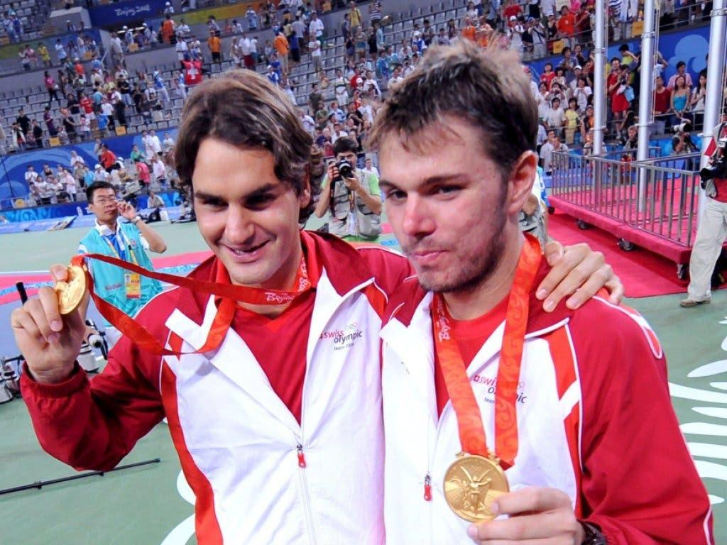 Federer und Wawrinka präsentieren die Goldmedaille