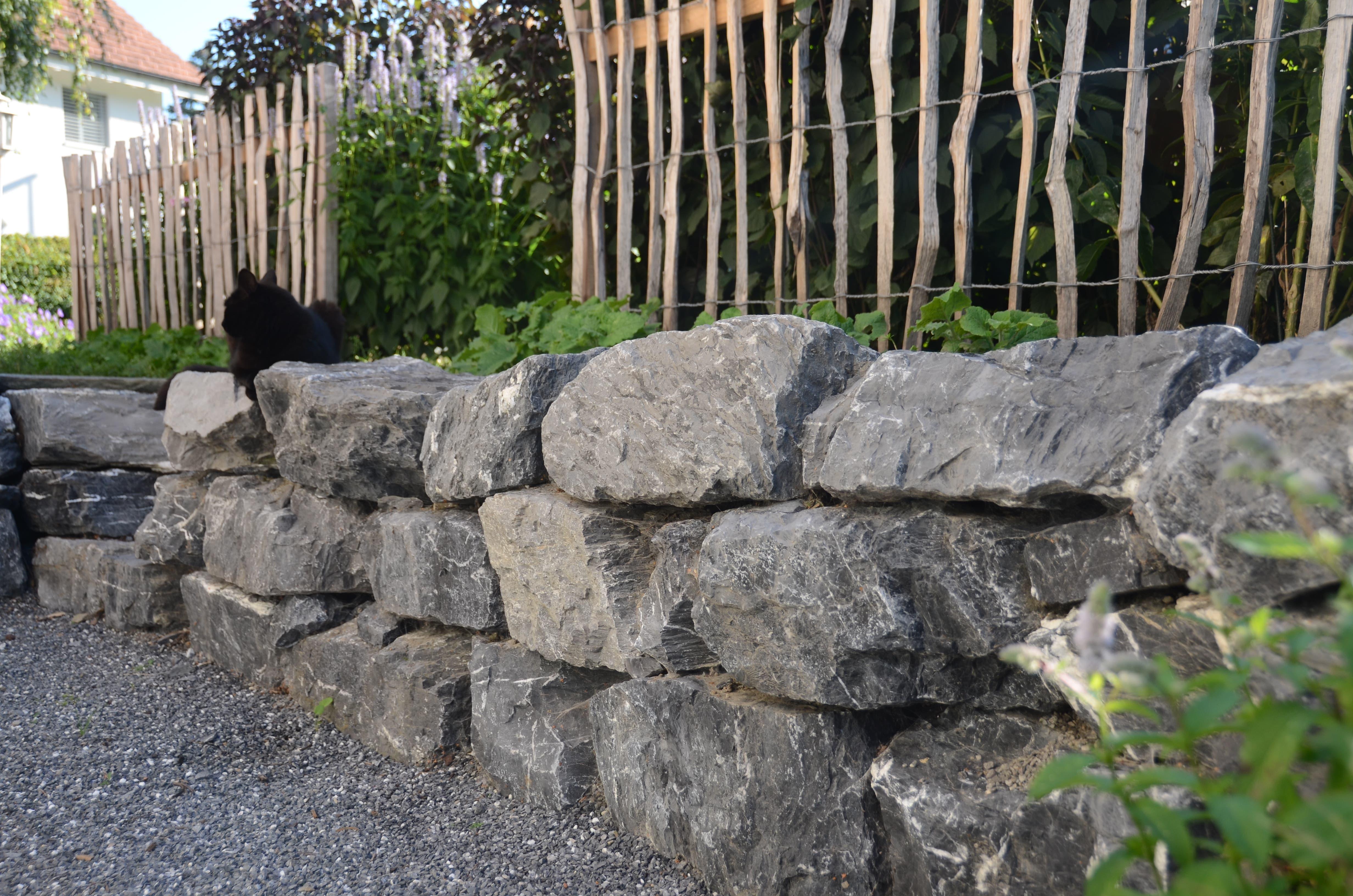Zwölf Tonnen Steine suchten Bischofs im Steinbruch Schollberg zusammen.