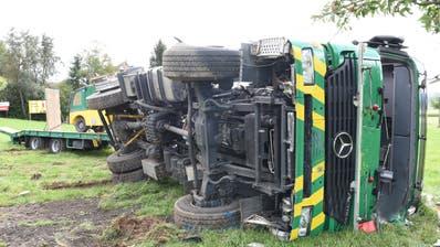 Der Lastwagen kam am Strassenrand zum Stillstand. (Bild: Staatsanwaltschaft Luzern)