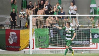 Kriens-Stürmer Igor Tadic (Kriens) und seine Fans feiern den Siegtreffer zum 2:1. (Michael Zanghellini/Freshfocus / freshfocus)