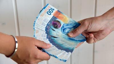 Die Frau hat von Bekannten viel Bargeld erhalten, aber nie zurückbezahlt. (Bild: Symbolbild, Mario Testa)