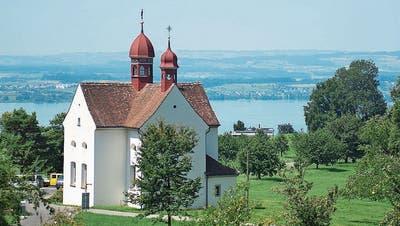 Ein Spaziergang am Zugerbergmit schweizerischer Idylle