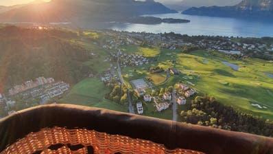 Grandiose Aussicht am frühen Freitagmorgen aus dem Weidenkorb von BallonpilotStefan Wälchli. (PD)