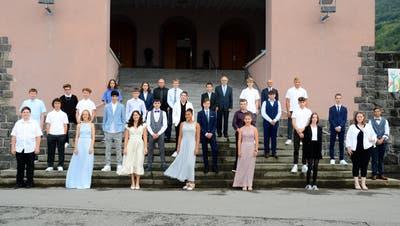 Die Buchser Konfirmandinnen und Konfirmanden vor der evangelischen Kirche. (Bild: Hansruedi Rohrer)