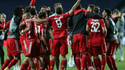 Mia san mia: Der FC Bayern bejubelt das Triple. (Keystone)