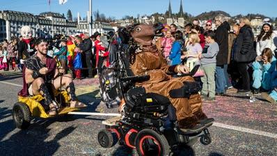 War dieses Jahr noch möglich: Ein wildes Sujet am Wey-Umzug in Luzern, bestaunt von Tausenden Zuschauern. (Philipp Schmidli (24. Februar 2020))