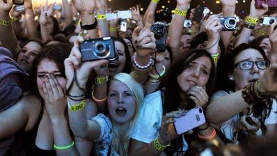Vor allem der jüngerenGeneration fehlt es, Events zu besuchen. (Symbolbild) (Keystone)