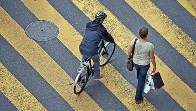 Die Kompetenz für die Anbringung von Fussgängerstreifen in Tempo-30-Zonen soll laut Luzerner Regierung nicht zu den Gemeinden wechseln. (Symbolbild: Pius Amrein)