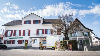 Das Restaurant Ochsen könnte nach dem Willen der Stimmbürger bald der Gemeinde gehören. (Andrea Stalder (28. Februar 2019))