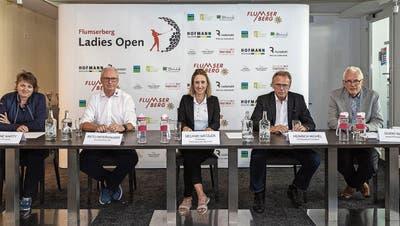 Sie stellten das Flumserberg Ladies Open, das vom 3. bis 6. September stattfindet, vor (von links): Susanne Marty, Reto Osterwalder, Melanie Mätzler, Heinrich Michel und Guido Mätzler. (Bild: Daniel Schwendener)