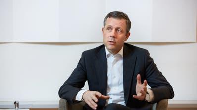 CS-Schweiz-Chef André Helfenstein will 100 Millionen Franken einsparen. (HO)