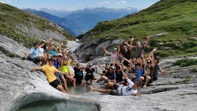 Auf einer Zweitageswanderung machte die @jubla_ennetbuergen einen Abstecher zu den Gletscher-Mühlen. (Bild: Remo Zimmermann / Jubla Ennetbürgen)