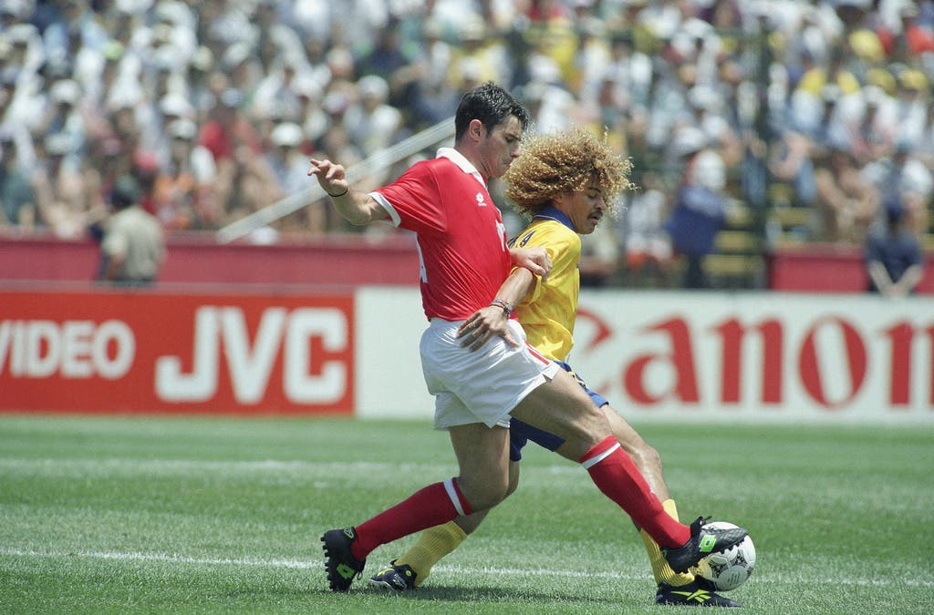 1994: An der WM in den USA spielt Ciriaco Sforza für die Schweiz im Mittelfeld – hier gegen den legendären Kolumbianer Carlos Valderrama.