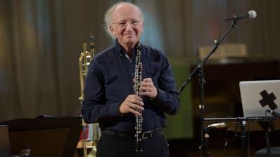 Oboist und Dirigent Heinz Bolliger, hier bei einem Auftritt 2019 im KKL Luzern, wird in der Kirche Bauen auftreten. (Bild:PD/Priska Ketterer/Lucerne Festival)