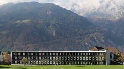 """Das Kantonsgebäude in der Brickermatte Altdorf. Hier ist Kantonale Verwaltung im """"Glaspalast"""" untergebracht. (Florian Arnold / Neue Urner Zeitung)"""