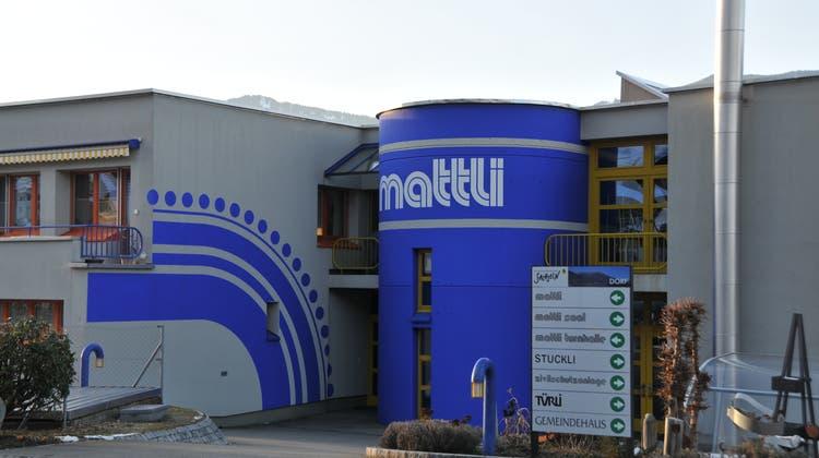 Das Mattli-Schulhaus ist zurzeit nur zur Hälfte belegt. (Bild: Matthias Piazza(Sachseln, 5. Januar 2011))