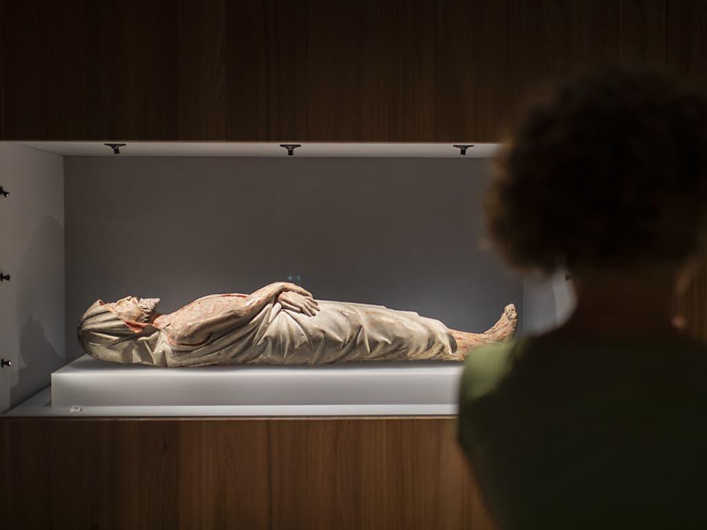 Grabchristus aus Wollerau, 14. Jahrhundert, aufgenommen im neuen Domschatzmuseum des Bistums Chur, aufgenommen am Mittwoch, 26. August 2020, in Chur. Das neue Museum wird kommendes Wochenende eröffnet.