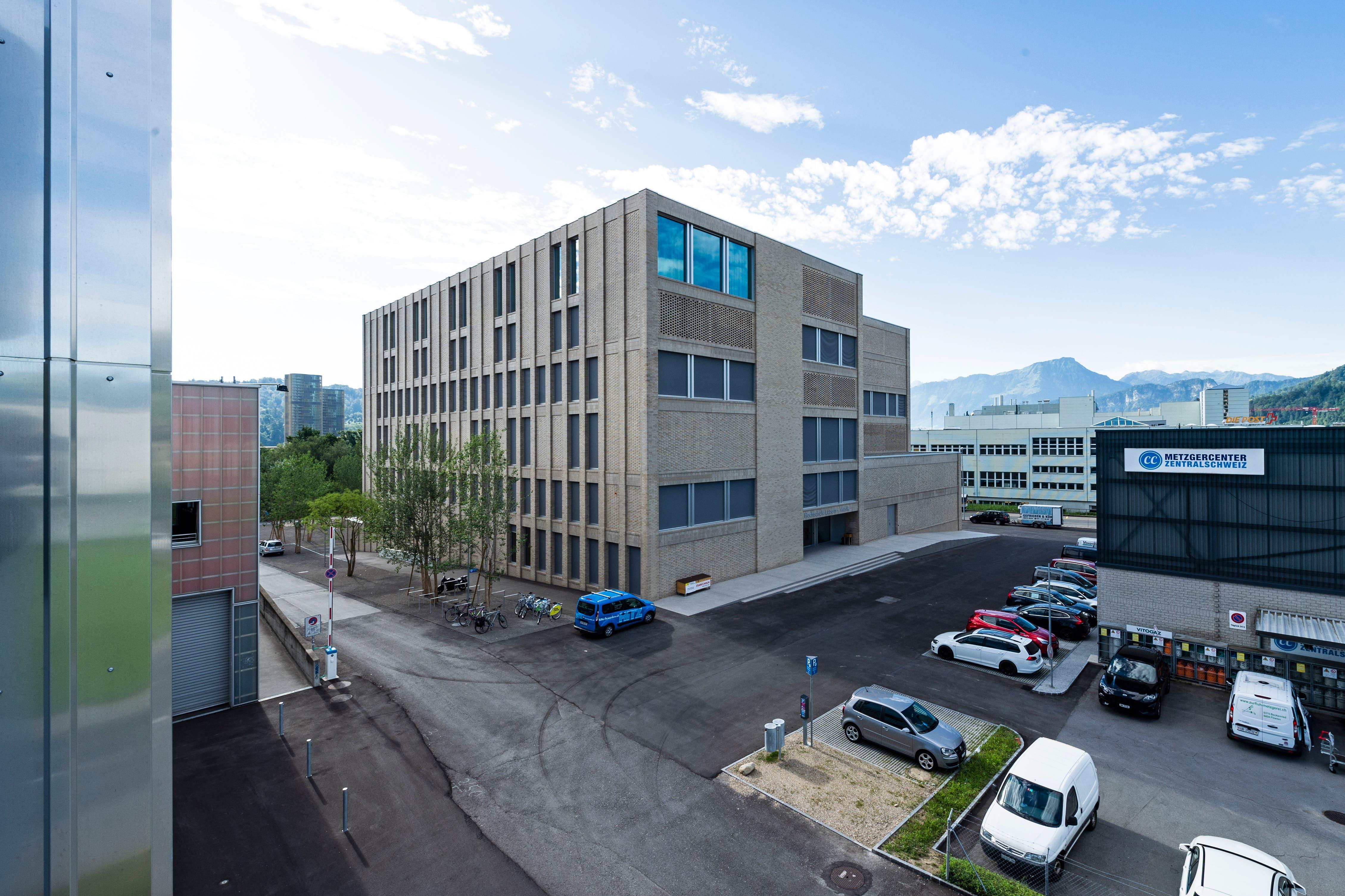 So sieht der Neubau der Musikhochschule von aussen aus.