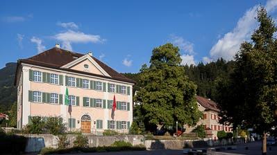 Drei Kandidatenmöchten als Gemeindepräsident ins Wartauer Rathaus einziehen. (Bild: Peter Schulthess)