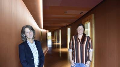 Schulpräsidentin Regina Hiller und Susan Scherrer, die Leiterinder Schulverwaltung. (Bild: Markus Schoch (Arbon, 25. August 2020))